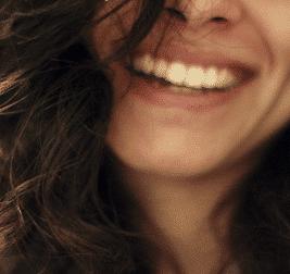 Saubere Zähne mithilfe einer Munddusche